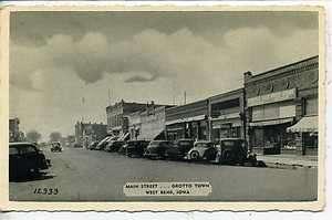 WEST BEND IOWA 1930s CARS DOWNTOWN MAIN STREET SCENE VINTAGE POSTCARD