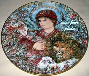 Edna Hibel Annual Christmas Unique Inspiration Plate PEACEFUL KINGDOM