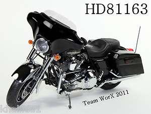2011 Harley Davidson FLHX Street Glide Diecast Motorcycle 112 Chrome