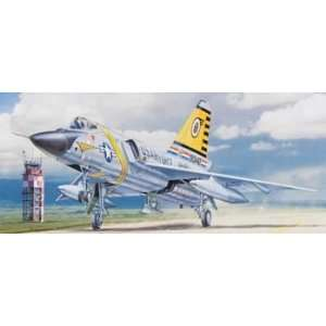 Revell   1/48 F 106 Delta Dart (Plastic Model Airplane): Toys & Games