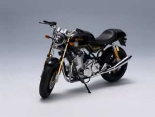 Norton Commando 952 (2005) Diecast Model Motorbike by AUTOart 12163